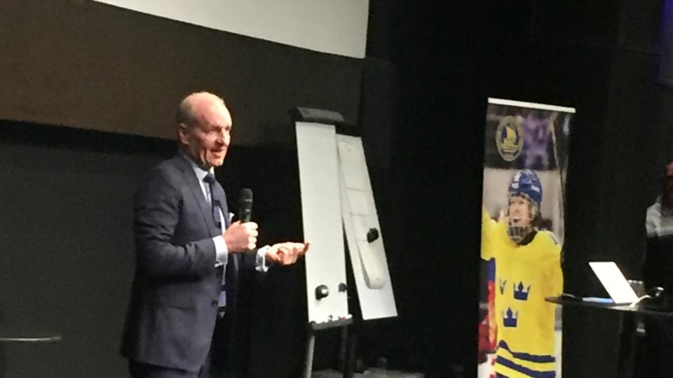 Krueger imparts wisdom on Swedish coaches at Global Series