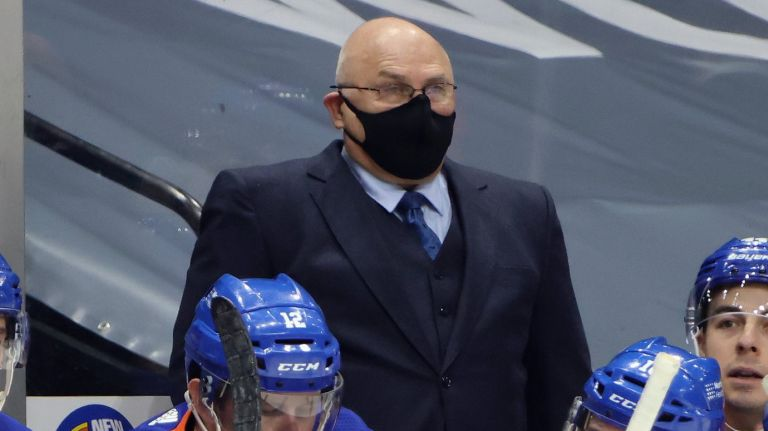 Barry Trotz's message to Islanders: Pick yourself up, support each other