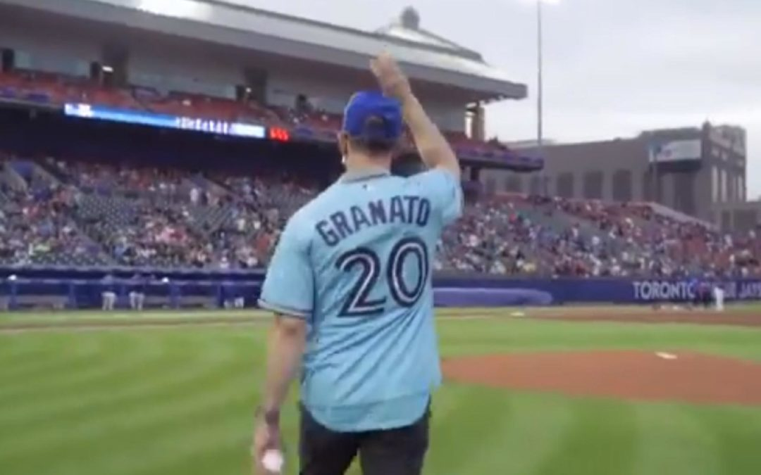 Sabres coach Granato throws out first pitch at Blue Jays game in Buffalo